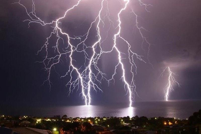 lightning dream meaning, dream about lightning, lightning dream interpretation, seeing in a dream lightning